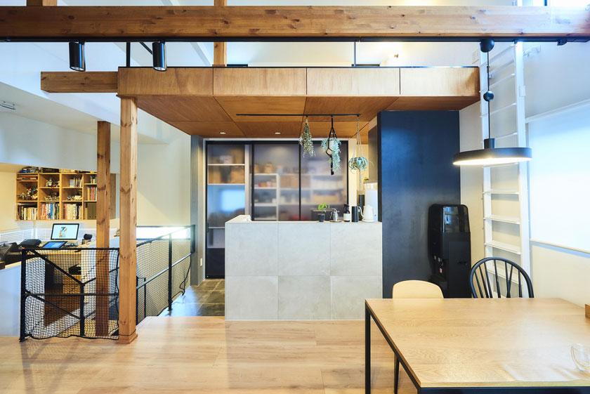 吹き抜けで繋ぐ2世帯住宅の画像