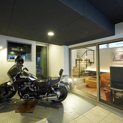 バイクガレージの家の画像
