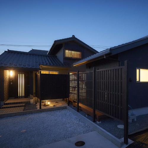 和モダンを楽しむ中庭型平屋住まいの画像